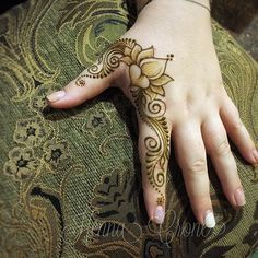 Whaaaaat???? It's the last day of the fair today!?!? Your final opportunity to see the Crone and the Dervish at the LA County Fair!!! Get up in it!!! We're inside Expo Hall 4 North, space D-4373! #henna #hennalife #lotus #lacountyfair #lacountyfair2017 #lovemylife