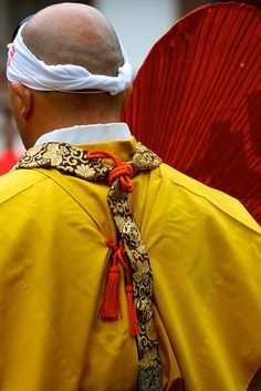 garment detail of Yamabushi (warrior monk) at the Setsubun Hoshi Matsuri at Kiburi Temple, Gifu, Japan Gifu, Kyushu, We Are The World, People Of The World, Geisha, Costume Japonais, Martial, Samurai, Japanese Costume