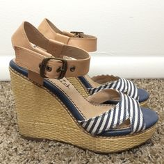Splendid striped blue wedges size 7.5 These Splendid wedges have been worn and are in good condition. No tears or scratches. Some discoloration on the back of the heels and on certain areas of the ankle strap. I had a foam pad on the inside of the toe strap for better fit and removed it so the toe strap might feel a little sticky. I would say they run closer to a size 7. Really cute for summer! The left shoe has a tiny yellow line on the top of the toe strap. Splendid Shoes Wedges