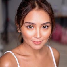 Last Saturday with the golden goddess for another new endorsement 💕👑👀😎🤓 Styled by Hair and photo by Kathryn Bernardo 🌟 Filipina Actress, Filipina Beauty, Kathryn Bernardo Photoshoot, Filipino Guys, Daniel Padilla, Golden Goddess, Jenner, Portraits, Best Actress