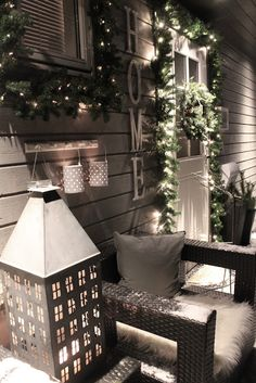 In love with this Christmas porch Christmas Porch, Christmas Is Coming, Christmas Love, Outdoor Christmas, Rustic Christmas, Winter Christmas, All Things Christmas, Winter Porch, Little Houses