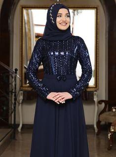 The perfect addition to any Muslimah outfit, shop Rana Zenn's stylish Muslim fashion Navy Blue - Bowtie - Fully Lined - Crew neck - Chiffon - Muslim Evening Dress. Find more Muslim Evening Dress at Modanisa! Arabian Beauty Women, Muslim Evening Dresses, Navy Blue Dresses, Muslim Fashion, Chiffon, Crew Neck, High Neck Dress, Stylish, Long Sleeve