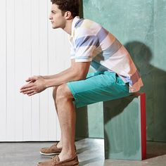 Bright-colored shorts and a striped tee – prep a step more relaxed.