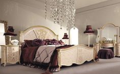 Classic Bedroom Styles with Elegant Decoration Enhance your Bedroom with Classic Wood Furniture Baroque Bedroom, Deco Baroque, King Size Bedroom Sets, Wattpad, Interior Decorating, Interior Design, Bedroom Styles, Bedroom Designs, Beautiful Bedrooms