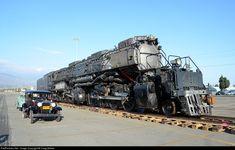 UP 4014 Union Pacific 'Big Boy' Steam loco at Pomona, California Union Pacific Train, Union Pacific Railroad, Illinois, Old Trains, Train Pictures, Train Engines, Model Train Layouts, Louisiana, Steam Engine