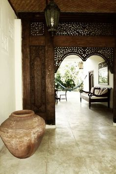 #Interiordesign ~ Chinese ~ Asian ~ furniture ~ antique daybed ~ Bali ~ entryway