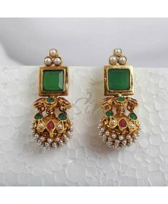 Antique Jewelry Designer earrings in green stud and pearl Gold Jhumka Earrings, Jewelry Design Earrings, Gold Earrings Designs, Necklace Designs, Designer Earrings, Designer Jewelry, Pearl Earrings, Drop Earrings, Or Antique