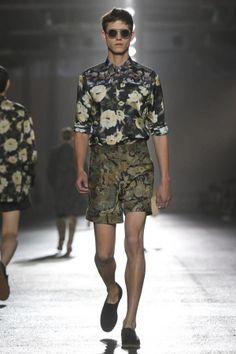 Dries Van Noten Menswear Spring Summer 2014 Paris Fashion Show - More on http://nwf.sh/18iIu01