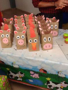 Souvenir bags farm animals Farm Animal Party, Farm Animal Birthday, Barnyard Party, Farm Birthday, Farm Party, Birthday Souvenir, Birthday Gift Bags, Birthday Party Favors, 1st Birthday Parties