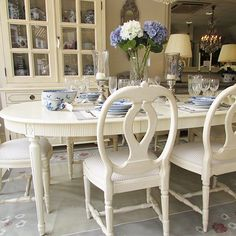 Gustavian Oval Extending Dining Table with Two Leaves Extendable Dining Table, Swedish Interiors, Beautiful Flowers Garden, Outdoor Furniture Sets, Outdoor Decor, Nordic Style, Dining Chairs, Dining Rooms