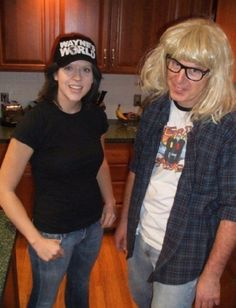 Waynes World Kostüm selber machen Topical Halloween costumes aren't for everyone. If you're still not sure what to be this year, get inspired with some awesome homemade costumes based on . Cheap Easy Halloween Costumes, 80s Party Costumes, 80s Party Outfits, Fairy Halloween Costumes, Theme Halloween, Homemade Costumes, Cool Costumes, Costume Ideas, Halloween Ideas
