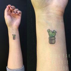 So cute minimalist cactus tattoo by kyra bak Be Your Tattoo Studio Budapest - Modern Tattoo Studio, Tattoo Salon, Little Tattoos, Mini Tattoos, Small Tattoos, Kaktus Tattoo, Budapest, Dope Tattoos, Tatoos