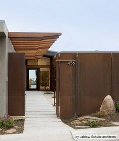 Corten steel in the landscape. Contemporary exterior by Laidlaw Schultz architects House Minimalist, Architecture Design, Canopy Architecture, Mid Century Exterior, Metal Facade, Design Exterior, Industrial Interiors, Industrial Furniture, Vintage Industrial