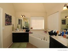 Master en suite. His and her separate sinks. Jacuzzi tub with separate shower