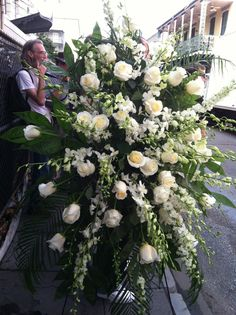 A beautiful floral tribute was provided for the memorial.