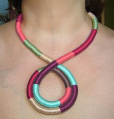 Thread Wrapped Necklace por agatsknitting en Etsy