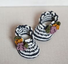 Instant download - Baby Booties Crochet PATTERN (pdf file) - Striped Flower Bouquet Shoes