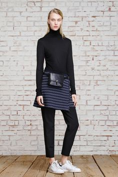 Elizabeth and James Pre-Fall 2015 Fashion Show - Juliana Schurig Runway Fashion, Fashion Show, Fashion Tips, Fashion Design, Fashion Ideas, Women's Fashion, Stan Smith Outfit, Camille Over The Rainbow, Vogue