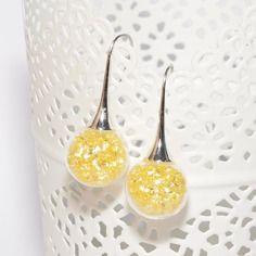 Boucles d'oreilles globes en verre remplies de perles strass jaunes