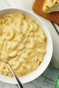 """Ranch Mac 'n Cheese - Creamy Recipe Ranch Mac 'n Cheese - Creamy<br> """"Hidden Valley® Ranch Seasoning adds a new dimension of flavor to this simple mac 'n cheese that's perfect for the whole family. Side Dish Recipes, Pasta Recipes, Cooking Recipes, Pork Recipes, Recipies, Dinner Recipes, Cheese Recipes, Copycat Recipes, Dinner Ideas"""