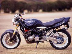 Suzuki Cafe Racer, Cafe Racing, Motosport, Katana, Custom Bikes, Cars And Motorcycles, Café Racers, Bicycles, Vehicles