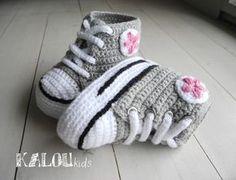 Zapatillas Tejidas Para Bebés / KalouKids - Artesanio Baby Girl Crochet, Crochet Baby Shoes, Newborn Crochet, Love Crochet, Knit Crochet, Diy Crafts Knitting, Diy Crafts Crochet, Crochet Gifts, Crochet Projects