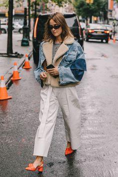 New York Fashion Week Street Style Spring 2019 70s Fashion, Fashion 2020, Look Fashion, Korean Fashion, Winter Fashion, Fashion Outfits, Womens Fashion, Fashion Trends, Fashion Quiz