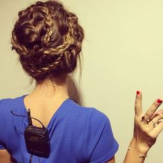 The new breed of braid consists of endless permutations, all of which turn would-be simple styles into sculptural, zigzagging art. Summer Hairstyles, Messy Hairstyles, Wedding Hairstyles, Bad Hair, Hair Day, Instagram Hairstyles, Let Your Hair Down, Hair Inspiration, Creative Inspiration