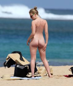pornwhoresandcelebsluts:  Scarlett Johansson was spotted fully naked on the beach while vacationing in st. barts   http://celebgoodies.tumblr.com