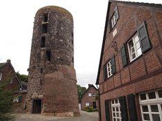 Ansicht Mühlenturm. Mühlenturm in Liedberg. Wurde von der Familie Eckertz-Compes vom 17.-19. Jahrhundert als Windmühle genutzt. Bis zur Säkularisation als kurfürstlicher Pächter und ab 1803 als Eigentümer.