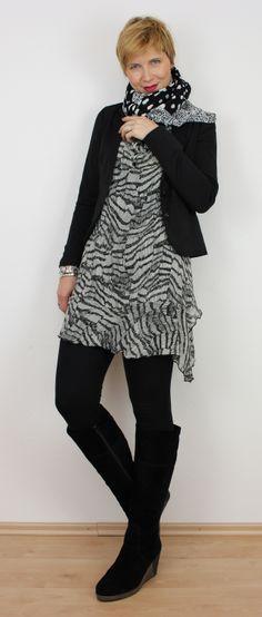 #blackandwhite #scarf #boots http://ahemadundahos.de