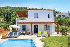 Almond Tree || Situated in Skopelos Town in the Skopelos Region, this detached villa is 1.4 km from Skopelos Port. The air-conditioned unit is 800 metres from Photo Centre of Skopelos.