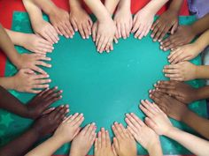 Teacher friends: What a great picture for the first day of school. Could put your class name in the middle of the heart and use to decorate your door.Fun idea for a teacher gift, frame picture to give at end of year. End Of School Year, End Of Year, Beginning Of School, First Day Of School, Sunday School, Back To School, Future School, Class Pictures, Group Pictures