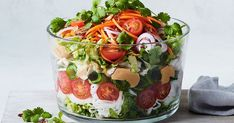 Layered Thai noodle salad This quick and easy chicken noodle salad comes with a delicious satay-insp Crunchy Noodle Salad, Thai Noodle Salad, Creamy Potato Salad, Thai Noodles, Easy Pasta Salad, Creamy Pasta, Easy Summer Salads, Easy Salads, Summer Food