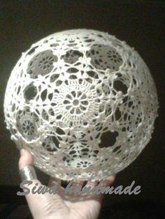 Palla Crochet Snowflake Pattern, Crochet Snowflakes, Crochet Patterns, Crochet Snowman, Crochet Christmas Ornaments, Christmas Globes, Christmas Angels, Crochet Ball, Thread Crochet