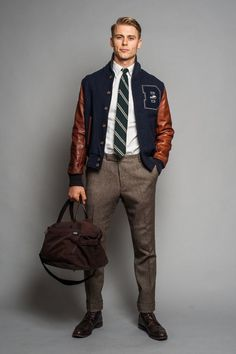 This combination of a navy bomber jacket and brown wool dress pants embodies elegance and versatility. If you're not sure how to round off, grab a pair of dark brown leather brogues. Varsity Jacket Outfit, Navy Bomber Jacket, Ivy League Style, Preppy Mode, Preppy Style, Long Sleeve Shirt Dress, Long Sleeve Shirts, Mode Bcbg, Leather Brogues