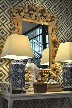 Hicks Wallpaper Foyer table gold mirror ceramic bird