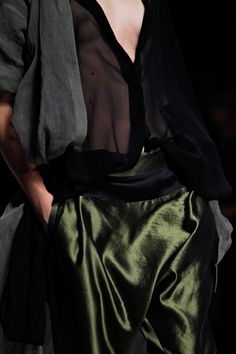 Haider Ackermann Spring 2012 Ready-to-Wear Fashion Show Fashion Details, Look Fashion, Fashion Beauty, Fashion Design, Green Fashion, Haider Ackermann, Mode Style, Style Me, Couture Fashion