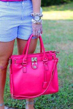 I want this bag SO MUCH but I can't find it. :(