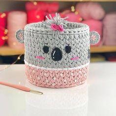 Crochet Organizer, Crochet Storage, Crochet Basket Pattern, Crochet Instructions, Crochet Books, Crochet Patterns For Beginners, Crochet Designs, Felt Crafts, Crochet Baby