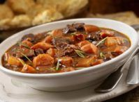 Authentic Irish stew is always made with lamb. This stew is even better as the flavors blend, so make it the day before you plan to serve it. Lamb Recipes, Meat Recipes, Dinner Recipes, Pepper Pot Soup Recipe, Pot Recipe, Crockpot Lamb, Traditional Irish Stew, Irish Lamb Stew, Lamb Curry