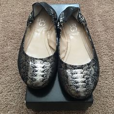 BCBG flats Slightly used. Great condition. BCBG Shoes Flats & Loafers