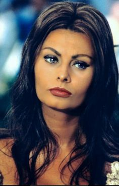 Sophia Loren's Style. This makeup is perfect everday makeup. And for Santorini!!!