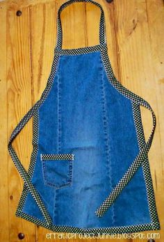 Apron from jeans Jean Crafts, Denim Crafts, Jeans Material, Sewing Aprons, Sewing Clothes, Denim Aprons, Jean Apron, Diy Vetement, Cute Aprons