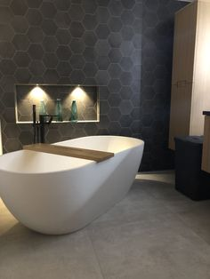 Bad Inspiration, Bathroom Inspiration, Interior Design Inspiration, Modern Bathroom, Master Bathroom, Stone Bathtub, Bathroom Interior Design, Bathroom Toilets, Home And Living