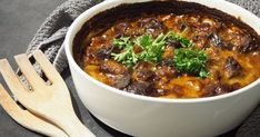 Herkulliset reseptit täältä! Low Carb Recipes, Cooking Recipes, Onion Bread, Baked Ziti, Cheese Bread, Wok, I Love Food, Stew, Food And Drink