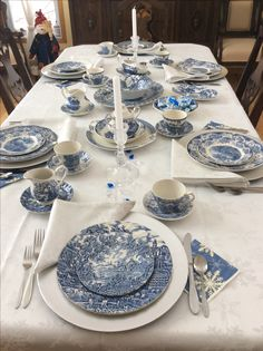 Table Set with Chargers . Table Set with Chargers . White Table Settings, Beautiful Table Settings, Comedor Shabby Chic, Blue And White China, Dinning Table, Deco Table, Easy Home Decor, Decoration Table, White Decor