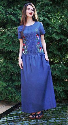 Купить или заказать Летнее вышитое платье в пол 'Глициния' в интернет-магазине на Ярмарке Мастеров. Длинное летнее платье с вышивкой. Платье в пол с коротким рукавом, ткань - итальянский хлопок 100%, полуприлегающего силуэта, с заниженной линией талии. Платье украшено складочками, вышивка ручной работы в технике - художественная гладь по собственно разработанному рисунку, аналогов которому нет. Платье с карманами, очень стильное и комфортное, подойдет как для повседневного стиля, так…