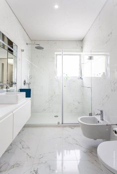Luxury Bathroom Master Baths Paint Colors is agreed important for your home. Whether you pick the Luxury Master Bathroom Ideas or Luxury Bathroom Master Baths Benjamin Moore, you will make the best Small Bathroom Decorating Ideas for your own life. Marble Tile Bathroom, Bathroom Flooring, Bathroom Mirrors, Bathroom Cabinets, Flooring Tiles, Gold Bathroom, Bathroom Spa, Marbel Bathroom, Tub Tile