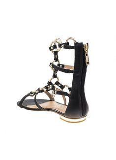 Sandália gladiadora, de couro e metais com banho dourado. Ziper na traseira e palmilha de couro. Cristófoli verão 2015.